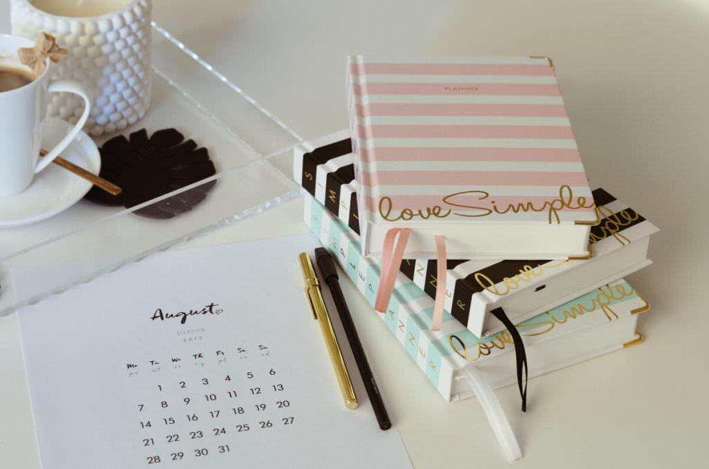 Simple-Planner-rozowa-mietowa-czarna-okladka