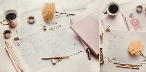 rozkład planu dnia i pudrowo różowy kalendarz z zeszytem na biurku